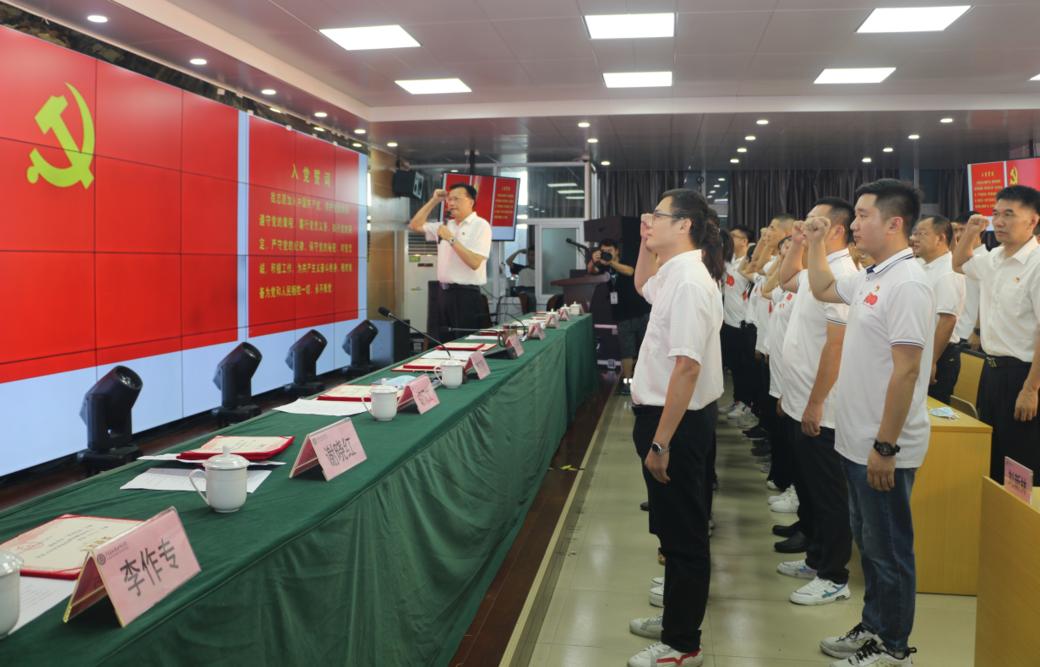 广东省机械技师学院举行预备党员入党宣誓、